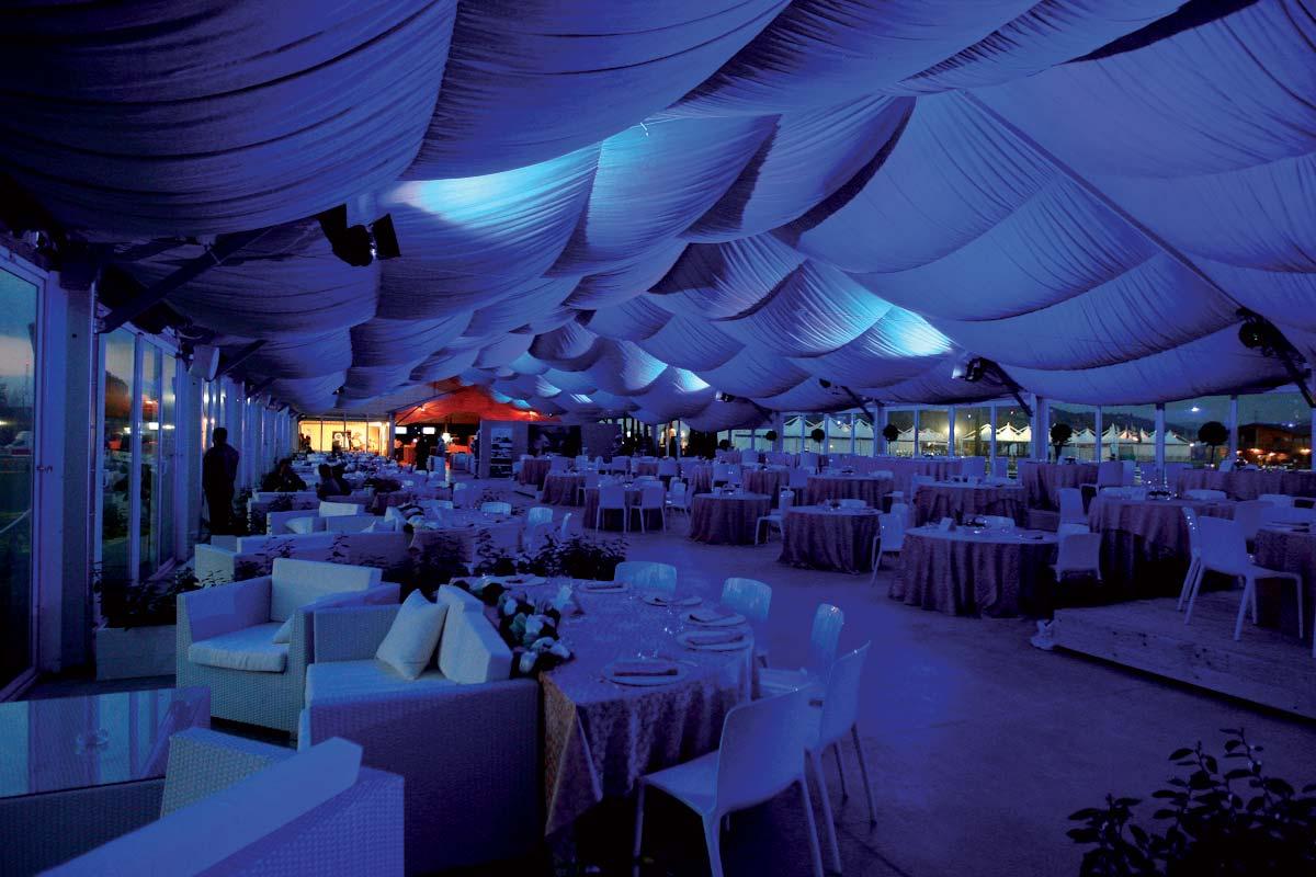 https://arezzoequestriancentre.com/wp-content/uploads/2021/06/strutture-ristorante.jpg